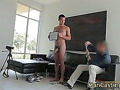 Сексуальный шпильки Майка засасывает jizzster и попадает