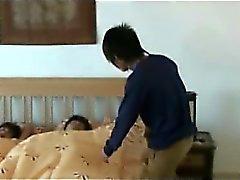 Orificio de Musculoso Inicio Chang Fucks de Nok en el Asia Orgía Gay
