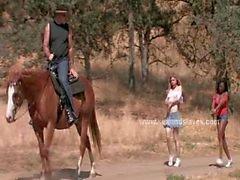 Damer slavar vid ranch binds