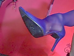 Britannica bionda slut fa scopare calze azzurri