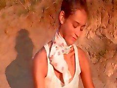 Наталья польский подростка показывает розовый