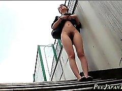 Los asiáticos del fetiche orinan