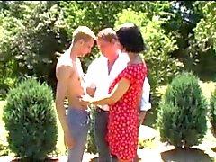 esposos puede hacer no se su hijo en el el jardín de