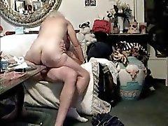 coppia di anziani in sul divano