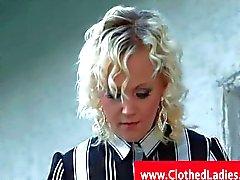 Блондинка с колготках запускается на pussylicked