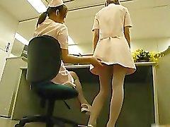 Enfermeras de japonés muy atractiva succión Parte5