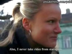 Onschuldige Tsjechische meisje neemt geld van onbekende voor openbare sex