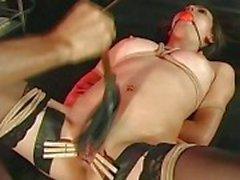 Tyttö suostuu sidottu
