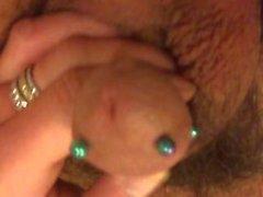 Me auf der Couch zeigt, wie ich meine Piercings reinigen