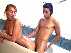 bathtub xxx porn play