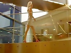 Blonde babe Wolke Hegenbarth i vissa scener från hennes film