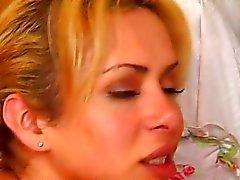 blonde shemale aplica y se la comen