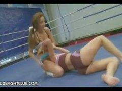 Kissy VS Bea Stiel