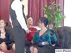 Vier Glamour gepisst Liebhaber und deren Butler