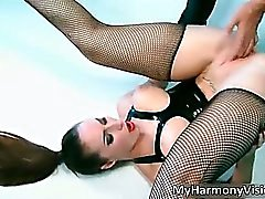 Horny latex slut Paige Turnah takes
