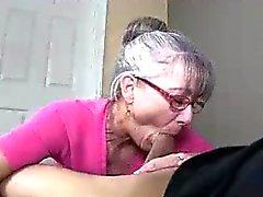 La mama Litterally saliva Para The jovenes polla dura