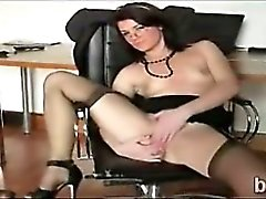 Hot booty amateur plays with her coochie in front of her web cam