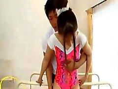 BJ op de knieën met Aziatische tiener