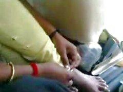 Indiaas echtpaar in de auto