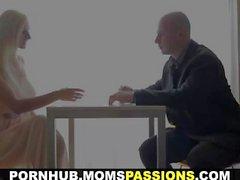 Moms Passions - First lovemaking kanssa ja povekas momentissa