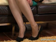 British slut offers pantyhose pleasure