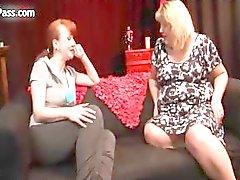 Lésbicas maduras desagradáveis se esfregando com tesão