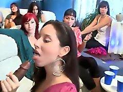 Giydirilmiş en güzel kadınları oral partideki cilt bakımları alma