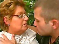 BBW oma houdt van de jonge lul