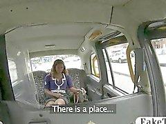 Betrügerisches Taxifahrer fickt ein Ebenholz Griff chick
