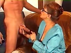 Milf auf Glasses and Nets fickt