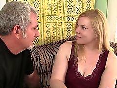 Blonde dolgun Ilena Kuryakin Mektup bir yağ horoz sürmek