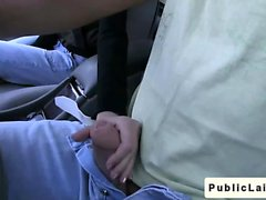 Studenten gibt Blowjob auf gefälschte Taxi in der öffentlichen