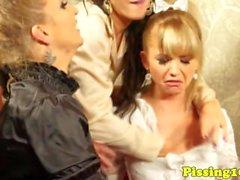 Busty Pissloving reifen mit babes facialized