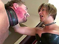 Femdom matura ama a schiaffeggiarla slave