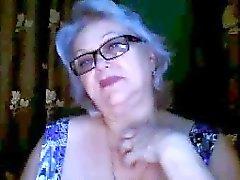 Russian Großmutter ab Lehrer blinkt ihre großen Titten vor der Webcam