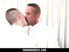 MormonBoyz - Hung pai muscular barebacks sua Twink