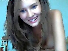Güzel Web Kamerası Kız, Vucudunu Kapatıyor Gösteri