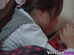 Teenager rubbing la figa pelosa