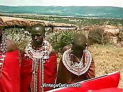 African Girl las tetas al Haciendo un Tribal Dance ( 1970 Vintage )