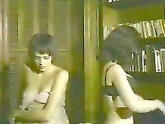 Filles topless à En dansant autour
