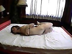 Asiatischen Amateur beauty gefesselt und auf dem Bett palced