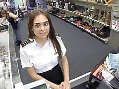 Hôtesse de l'air Libertine de Latina suce de magasin de pion publiques