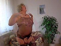 Oldnanny Old förfall fucking med het flickor som samlings