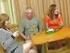 pranzo della famiglia solita si trasforma in partito del sesso