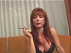 Фотографий грудастая зрелая Ванессы обладает друзьями Курение прежде чем дымы свой член