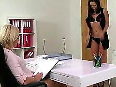 Agent тестирования новых эротического модели
