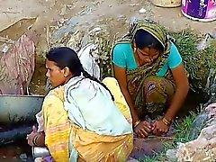 Dei villaggi indiani le una ragazza Spiò Nella all'aperto nascosti