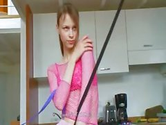 18летняя Russian птенцы суточные играют с фаллоимитаторов