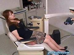 Milf gefickt im Zahnarztpraxis