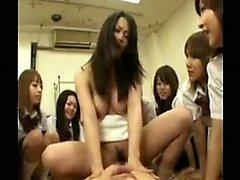 Impilati Hottie Japanese lavora sua figa pelosa on ogni pollice